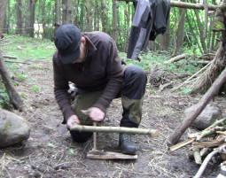 Outdoor-Tageserlebnis - Survival-Kurs Durchschlagen Survival Kurs inkl. Herstellung von Werkzeug, Feuer und Hindernisüberwindung - 8 Stunden