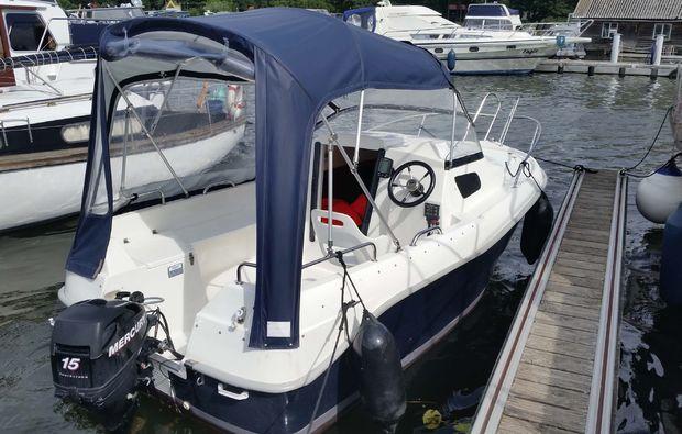 kurztrip-waren-mueritz-kajuetboot