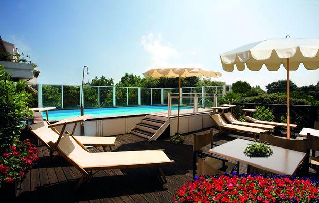 kurzurlaub-am-meer-pesaro-pu-pool