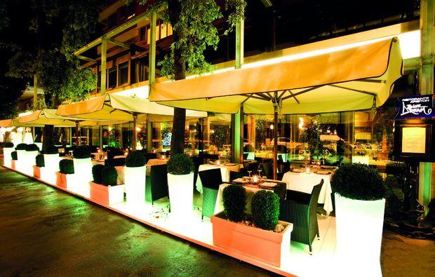kurzurlaub-am-meer-pesaro-pu-restaurant