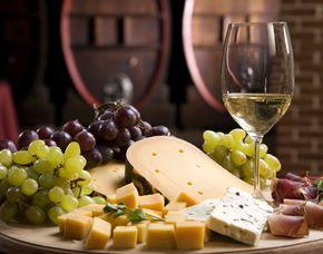 Wein & Käse - Café Maije - Mannheim Verkostung von 8 Weinen & 8 Sorten Käse