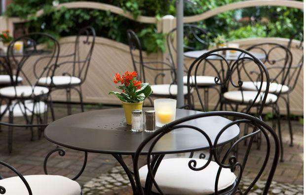 romantikwochenende-schwetzingen-terrasse