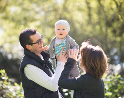 outdoor-fotoshooting-meerbusch-familie-mit-kind