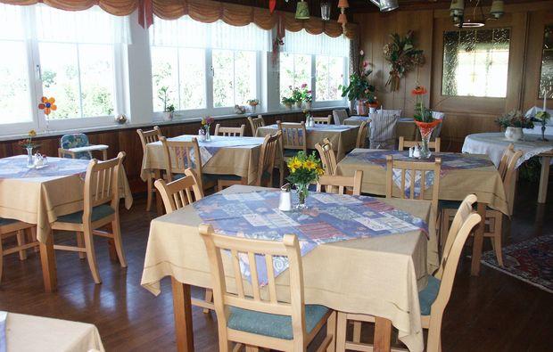 zauberhafte-unterkuenfte-seeboden-restaurant-fruehstueck