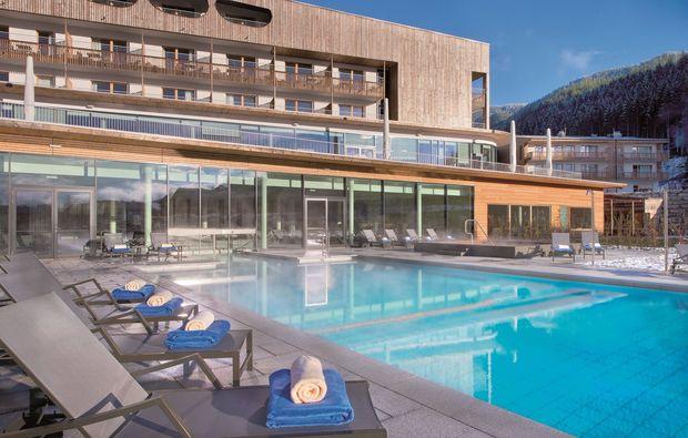 spa-oasen-werfenweng-pool-aussen