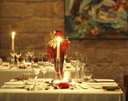 Kleine Köstlichkeiten für Zwei - Dresden Froschschenkel auf einem klassischen Ratatouille, inkl. 1 Glas Chardonnay
