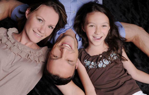 familien-fotoshooting-potsdam-kuscheln