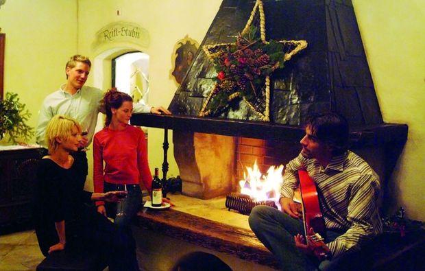 kurzurlaub-brixen-im-thale-kamin