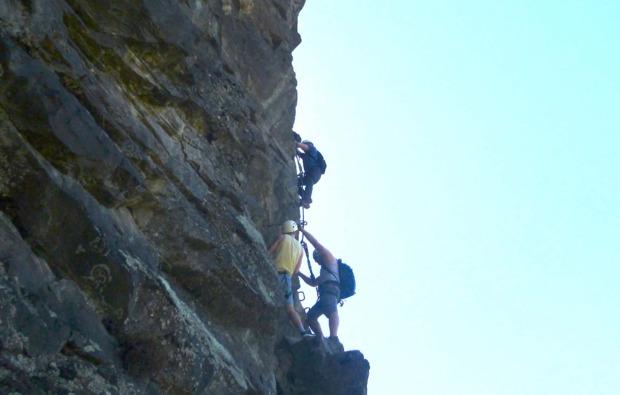 klettersteig-in-sautens-felswand