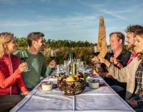 Munkelweinprobe Verkostung von 8 Weinen mit kalten Speisen