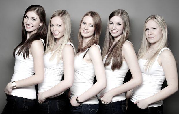 bestfriends-fotoshooting-luedenscheid-in-einer-reihe