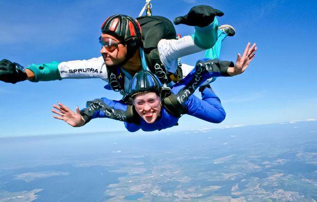fallschirm-tandemsprung-linkenheim-hochstetten-adrenalin