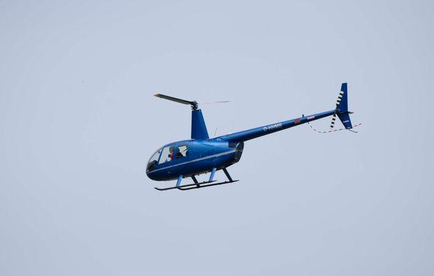 hubschrauber-skyline-flug-heist-helikopter