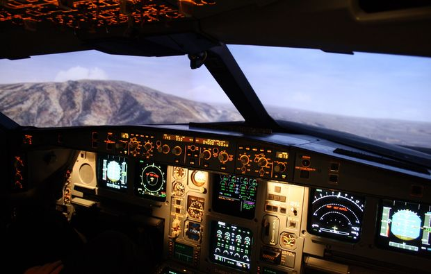 full-flight-simulator-frankfurt-am-main-cockpit