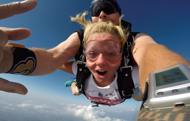 fallschirm-tandemsprung-neusitz-adrenalin