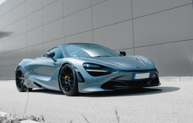 supersportwagen-auf-der-strasse-fahren-waldshut-tiengen-bg2