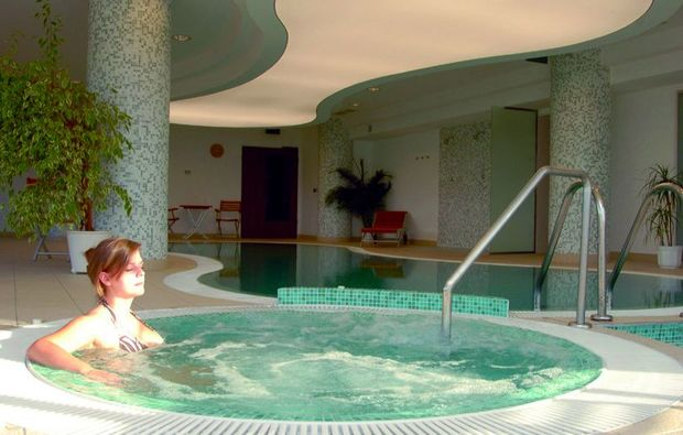 wellnesshotels-zsmbk-whirlpool