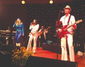 ABBA Royal – The Tribute Dinnershow - 99 Euro - Getränke inkl. - Marriott Hotel - München Marriott Hotel - 4-Gänge-Menü, inkl. Getränke