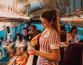 Dinner mal anders Dinnerhopping im amerikanischen Schulbus, 3-Gänge-Menü, inkl. Getränke