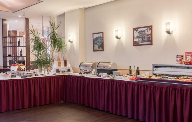 weihnachtsmarkt-dresden-buffet