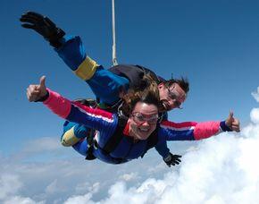 Fallschirm-Tandemsprung - 3.000-4.000 Meter Sprung aus 3.000-4.000 Metern - ca. 25-50 Sekunden freier Fall
