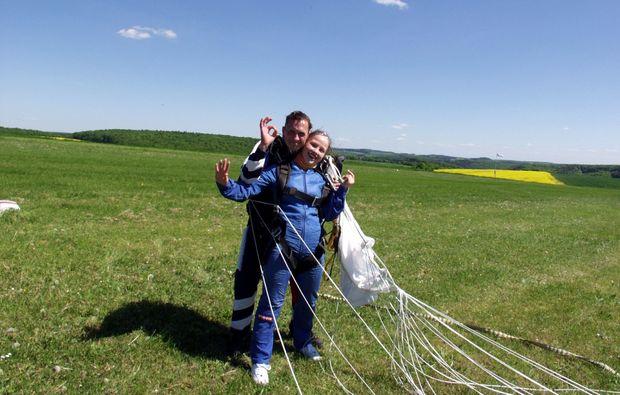 fallschirm-tandemsprung-boxberg-unterschluepf