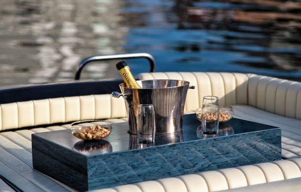 traumtag-fuer-zwei-frankfurt-luxus-motorboot-tour
