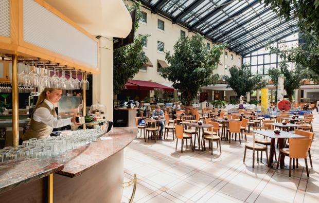 kulturreise-estrel-berlin-cafe