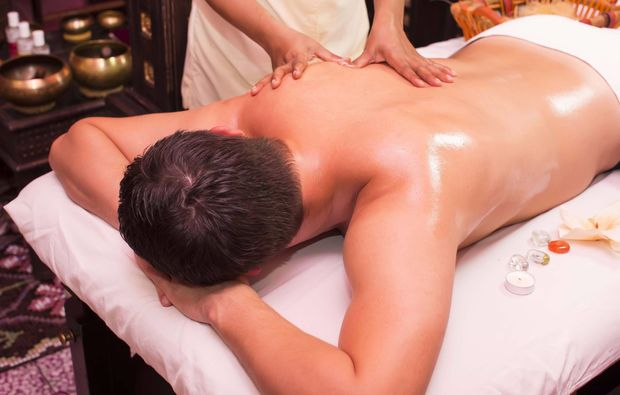 ayurveda-massage-waren-mueritz-oel-massage