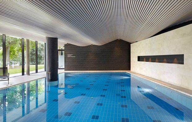 ayurveda-massage-waren-mueritz-pool