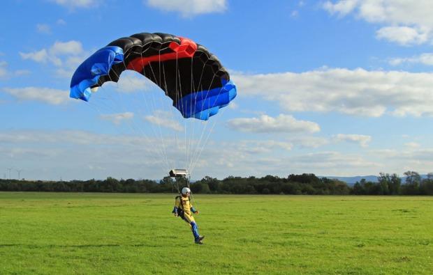 fallschirmsprung-kurs-hoerselberg-hainich-landung