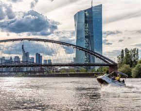 Speedboot fahren - Tagestour - Frankfurt am Main Main, Tagestour inkl. Verpflegung, Weinverkostug & Wakeboarden- ca. 12 Stunden