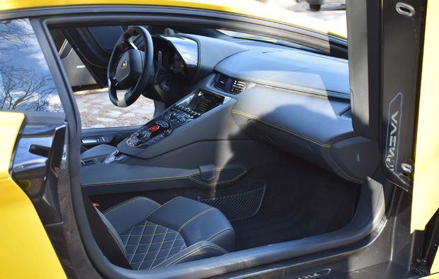 supersportwagen-fahren-berlin-aventador-cockpit