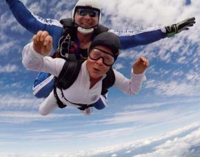 Fallschirmtandemsprung Magdeburg 4000 Meter Sprung aus ca. 4.000 Metern - ca. 30-40 Sekunden freier Fall