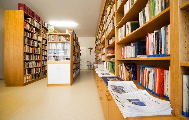 zauberhafte-unterkuenfte-esthal-biblothek