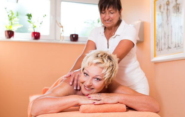 wellness-fuer-frauen-bad-fuessing-relaxen