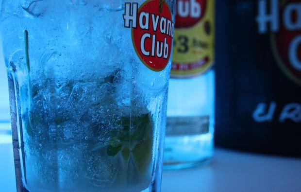 cocktail-kurs-marbach-am-neckar-von-der-seite-glas