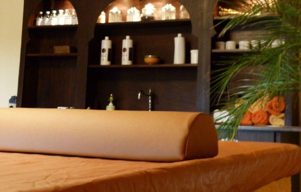 ayurveda-massage-wetzlar-massageliege