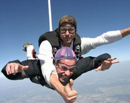 Fallschirm-Tandemsprung Schlierstadt Sprung aus ca. 4.000 Metern - ca. 30-60 Sekunden freier Fall