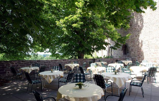 schlemmen-traeumen-blomberg-burg-terrasse