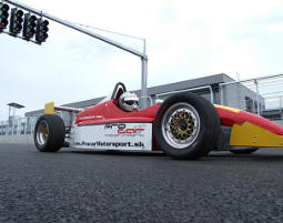 Formel-Standardkurs - Slovakiaring Slovakiaring - 1 Turn - 35-50 Km pro Turn - Formel König Rennwagen