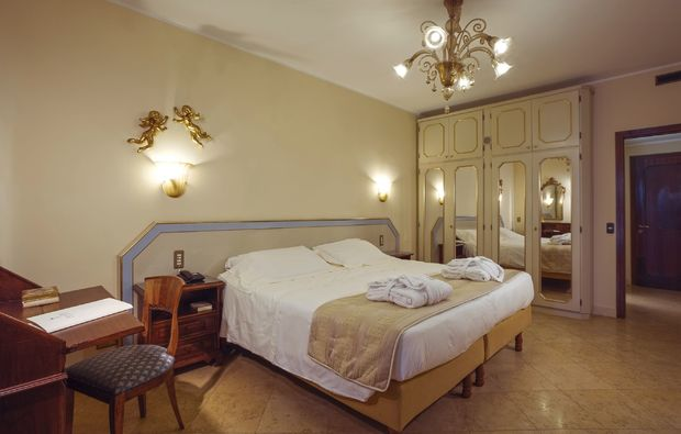 hotel-zimmer-pool_111512137086