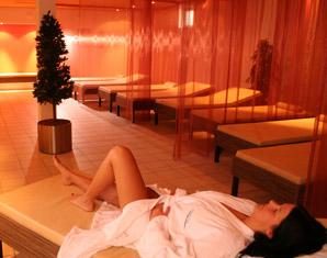 Wellnesshotels - Bad Salzschlirf aqualux Wellness- und Tagungshotel - Nacken-/Schultermassage