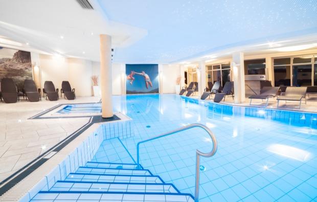 wellness-wochenende-deluxe-hermagor-indoor-pool
