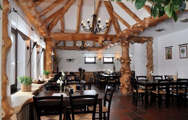 aussergewoehnlich-uebernachten-eisfeld-restaurant