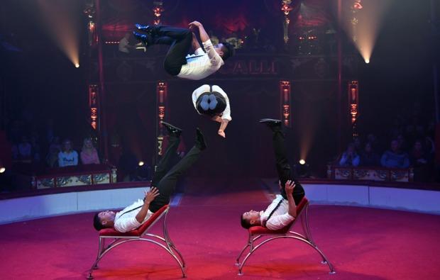 circus-roncalli-graz-auftritt-akrobatik