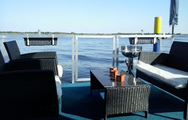 hausboot-brandenburg-an-der-havel-terrasse
