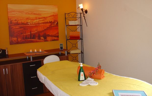 gesichtsmassage-kappelrodeck-massageliege