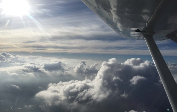 flugzeug-rundflug-hoehenflug-kamenz-wolkendecke