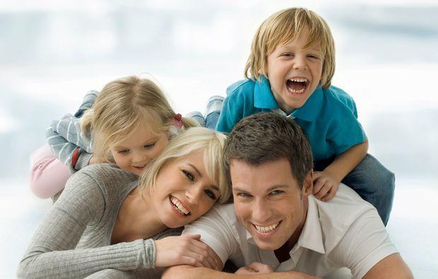 familien-fotoshooting-hilden-zahnpastalaecheln